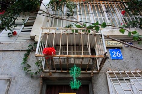 Tel-Aviv-Bottle-Israel-Street-Photography-Weekly-Assignment-Lines-Snap-Mammas