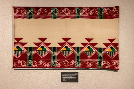 A rough-textured cotton fabric made into a blanket and used in Spanish America and the southwestern United States.